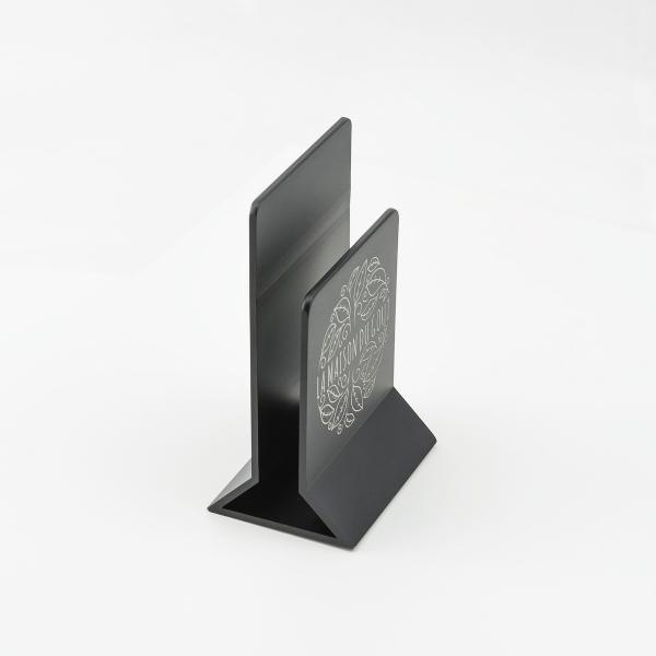 porte menu de table m tal chevalet de table grav pour menu. Black Bedroom Furniture Sets. Home Design Ideas